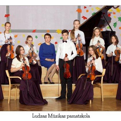 Vijolnieku ansamblis. Vadītāja Elvīra Jakovļeva.